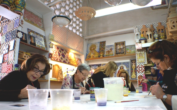 Pintando azulejos en Sevilla